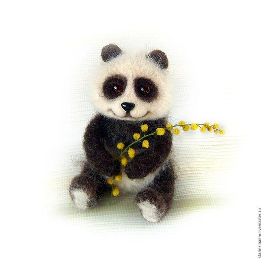 Игрушки животные, ручной работы. Ярмарка Мастеров - ручная работа. Купить Медвежонок панда улыбается. войлочный купить. Handmade. Коричневый