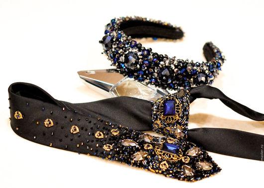 Для наших деловых женщин прекрасное решение аксессуары в готическом стиле для dress-code.Тиара из хрусталиков в красивом сочетании цвета и размеров,а так же галстук расшитый стразами  Swarovcki и бисе