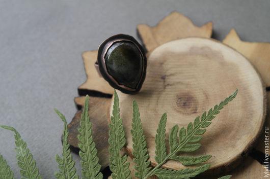 """Кольца ручной работы. Ярмарка Мастеров - ручная работа. Купить кольцо """"Лесной полоз"""". Handmade. Тёмно-зелёный, Моховой агат"""