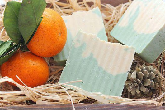 """Мыло ручной работы. Ярмарка Мастеров - ручная работа. Купить Новогоднее мыло """"Ель и мандарин"""" с ланолином с нуля. Handmade. Мятный"""