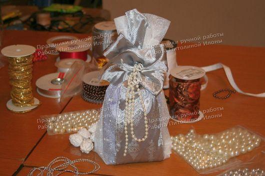 """Подарочная упаковка ручной работы. Ярмарка Мастеров - ручная работа. Купить """"Новогодний мешочек"""" - упаковка подарка нестандартной формы. Handmade."""