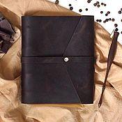 Канцелярские товары ручной работы. Ярмарка Мастеров - ручная работа Кожаный блокнот на кольцах с креплением для ручки, натуральная кожа. Handmade.