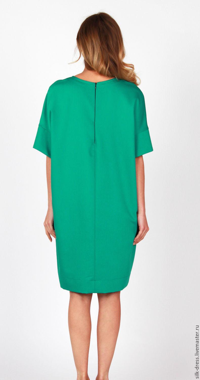 Зеленое платье свободного кроя