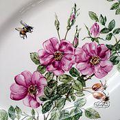 Посуда handmade. Livemaster - original item Painted porcelain Dish Rose and bumblebee. Handmade.
