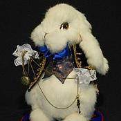 Куклы и игрушки ручной работы. Ярмарка Мастеров - ручная работа Белый кролик с пушистым хвостиком. Handmade.