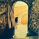 Картина Выход в свет, холст на оргалите, масло, 18х24см. Картина оформлена в красивую деревянную раму (см. на других фото).