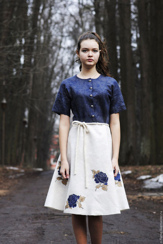 """Платья ручной работы. Ярмарка Мастеров - ручная работа. Купить Валяное платье с вышивкой  """"Ах эти розы"""". Handmade. Белый"""