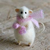 Куклы и игрушки ручной работы. Ярмарка Мастеров - ручная работа Коллекционная игрушка мышь в шарфе и варежках. Handmade.
