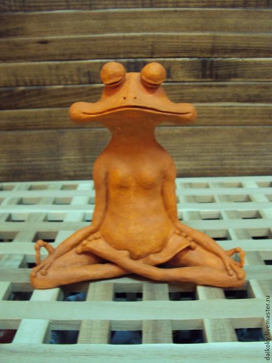 Статуэтки ручной работы. Ярмарка Мастеров - ручная работа. Купить Медитирующая лягушка. Handmade. Коричневый, подарок на любой случай, Керамика