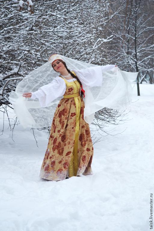 Русский народный косоклинный сарафан.