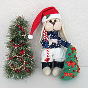Куклы и игрушки ручной работы. Ярмарка Мастеров - ручная работа Новогодний зайчик. Зайка с ёлкой. Заяц - новогодний подарок. Handmade.
