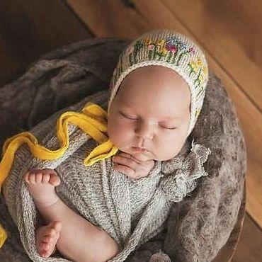 Работы для детей, ручной работы. Ярмарка Мастеров - ручная работа Вышитая шапочка с желтыми бархатными лентами. Handmade.