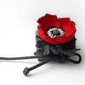 Украшения ручной работы. Ярмарка Мастеров - ручная работа Войлочный браслет-манжета «Маковый. Красное на сером». Handmade.