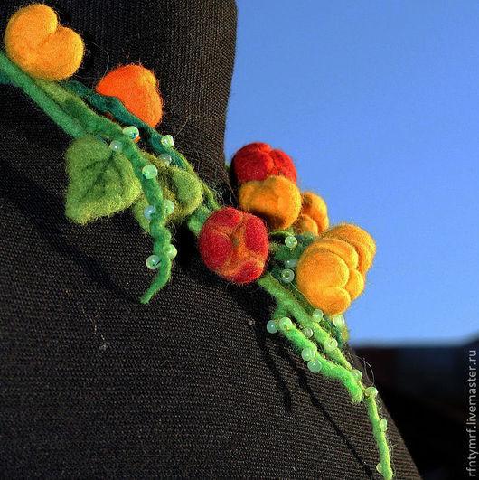 """Колье, бусы ручной работы. Ярмарка Мастеров - ручная работа. Купить Валяное колье """" Ах это лето!"""". Handmade. оранжевый"""