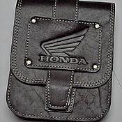 Классическая сумка ручной работы. Ярмарка Мастеров - ручная работа Байкерский кожаный подсумок HONDA. Handmade.