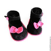 Работы для детей, handmade. Livemaster - original item booties for girls, knitted sandals, black, fuchsia. Handmade.