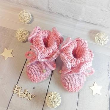 Работы для детей, ручной работы. Ярмарка Мастеров - ручная работа Розовые пинетки с рюшами на завязках для новорожденных. Handmade.