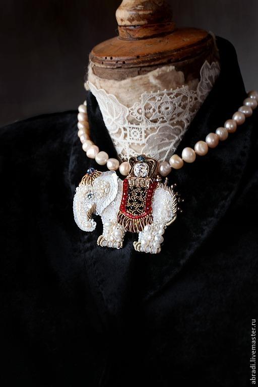Броши ручной работы. Ярмарка Мастеров - ручная работа. Купить Брошь-кулон  Самый добрый белый слон))). Handmade. Брошь