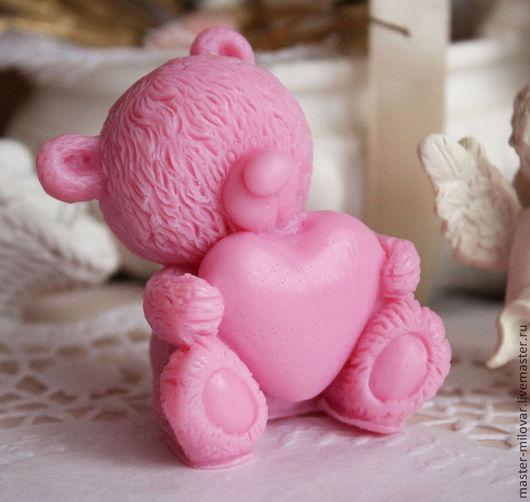 Мыло ручной работы. Ярмарка Мастеров - ручная работа. Купить Оливковое мыло ручной работы Влюбленный Тедди-валентинка темно-розовый. Handmade.