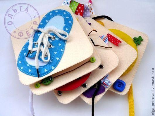 На карточках сделана петелька из репсовой ленты, карточки можно собрать на пластиковое кольцо или на шнурок.