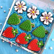 Сувениры и подарки handmade. Livemaster - original item Set of gingerbread Strawberries. Birthday cakes.Gingerbread on March 8. Handmade.