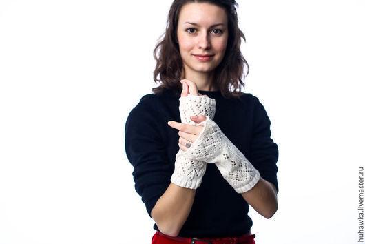 """Варежки, митенки, перчатки ручной работы. Ярмарка Мастеров - ручная работа. Купить Митенки вязаные ажурные женские """"ЗИМНИЕ УЗОРЫ"""". Handmade."""