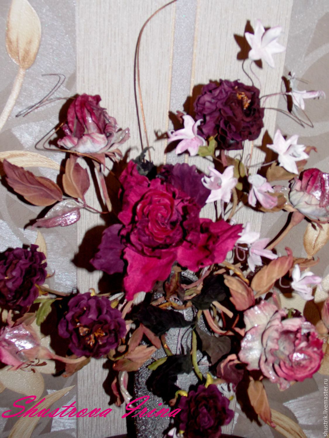 Different options of roses in a bouquet.