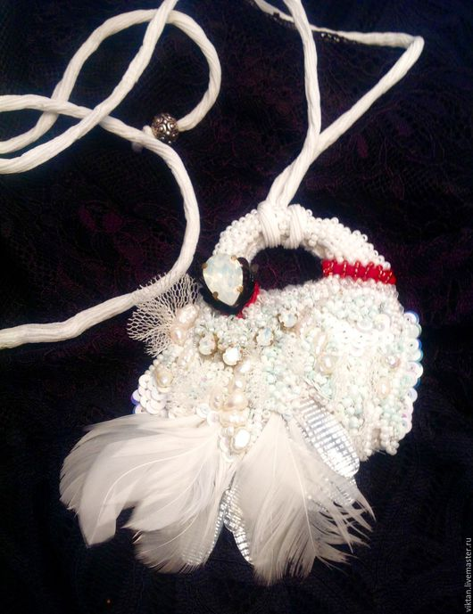 """Кулоны, подвески ручной работы. Ярмарка Мастеров - ручная работа. Купить Подвеска """"Белый лебедь"""". Handmade. Белый, Вышивка бисером"""