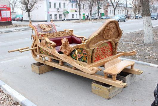 Цена от 400 000 рублей. Все зависит от материала и сложности резьбы.