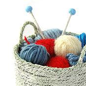 Куклы и игрушки ручной работы. Ярмарка Мастеров - ручная работа Вязание кукольная миниатюра корзинка с клубками красный синий. Handmade.