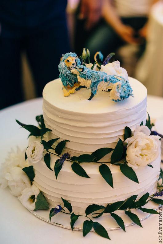 """Свадебные аксессуары ручной работы. Ярмарка Мастеров - ручная работа. Купить фигурки на свадебный торт """"лиса и лев"""" (статуэтки на свадебный торт). Handmade."""