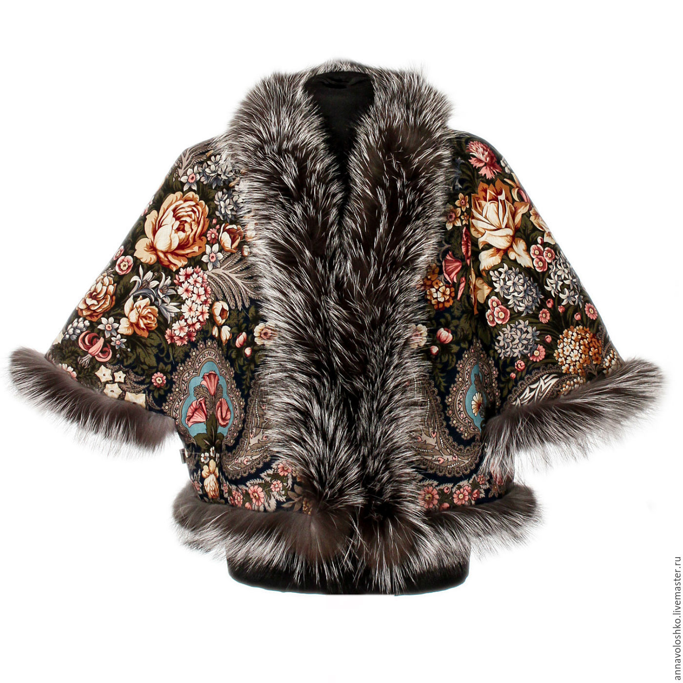 Vests, ponchos, jackets, jackets from pavloposad shawls with fur trimming.