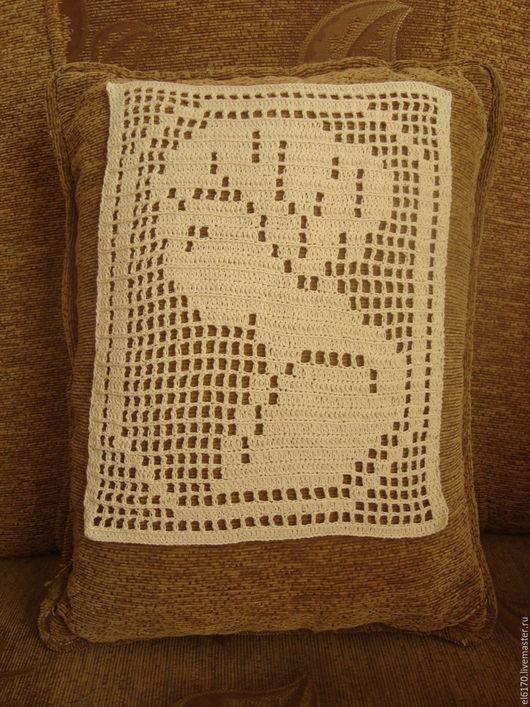 Текстиль, ковры ручной работы. Вязаная декоративная  вставка - виньетка на подушку  Ариадна. Радуга в доме. Интернет-магазин Ярмарка Мастеров.