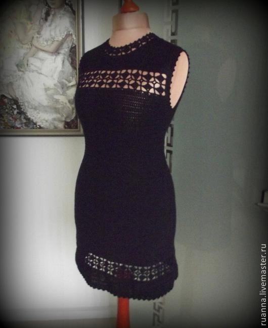 маленькое черное платье вязаное черное платье вязаное крючком скромное черное платье крючком Черное платье с ажуром Черное платье с ажурной вставкой