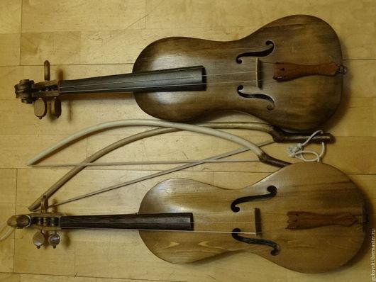 Традиционный народный 3х струнный инструмент. Изготовлен из цельного полена. В комплекте - лукообразный смык.