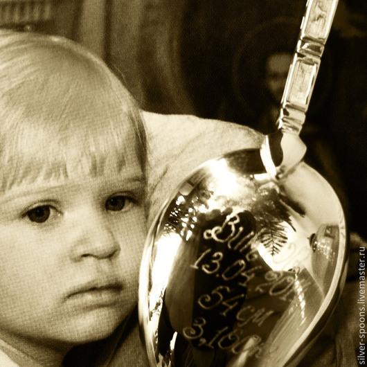 Серебряные чайные, десертные, кофейные ложки часто заказывают в подарок новорожденному, на Крестины, на `первый зубок`, День рождения малыша. Серебряная ложка - хороший памятный подарок крестнику или крестнице!