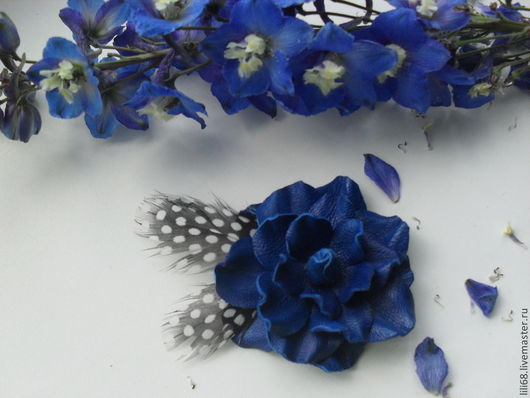 Броши ручной работы. Ярмарка Мастеров - ручная работа. Купить Брошь-цветок из натуральной кожи Роза ультрафиолет. Handmade.
