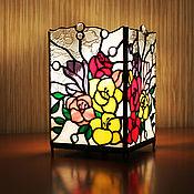 Витражный светильник-ночник Фрезии. Стекло, олово.