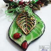"""Украшения ручной работы. Ярмарка Мастеров - ручная работа """"Коровка божья""""  Колье крупное зеленый красный лист жук. Handmade."""