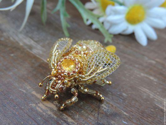 """Заколки ручной работы. Ярмарка Мастеров - ручная работа. Купить Заколка для волос """"Золотая пчелка"""". Handmade. Золотой, заколка, пайетки"""