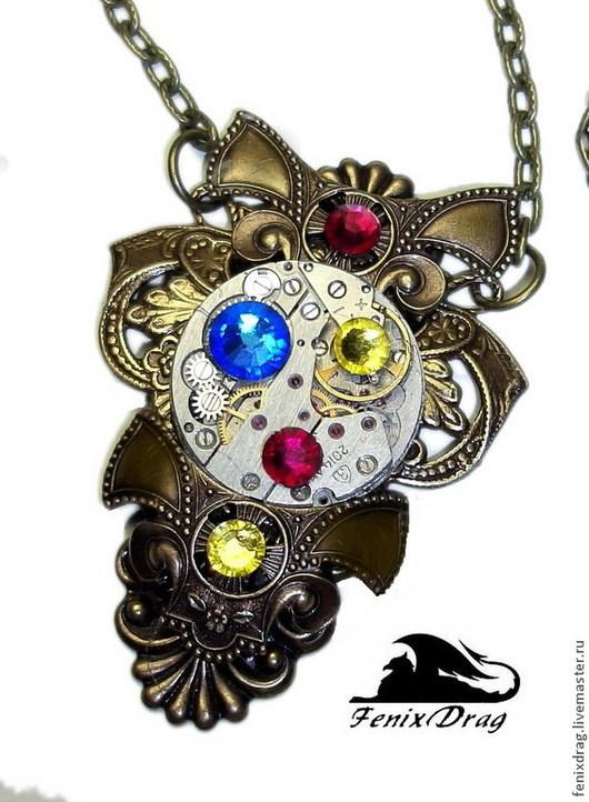 Кулон `Вентиляторы времени` в стиле Стимпанк / Steampunk из винтажной латуни с часовым механизмом и стразами Сваровски. Ручная работа, авторские (дизайнерские) украшения и бижутерия.