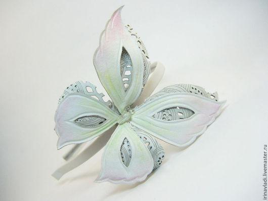 украшения из кожи, цветы из кожи, украшения ручной работы, украшение для волос, женские украшения из кожи,брошь бабочка, заколка бабочка, ободок для волос , белый цвет, обруч для волос, бабочки,диадем