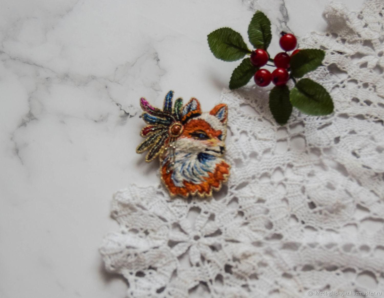 Шаманская рыжая лиса с разноцветными перьями, Брошь-булавка, Оренбург,  Фото №1