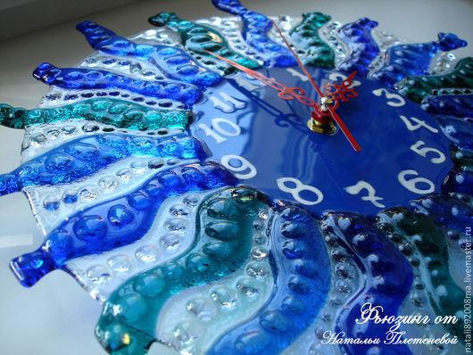 """Часы для дома ручной работы. Ярмарка Мастеров - ручная работа. Купить Часы по мотивам работы """"Голубая лагуна"""" из стекла. Фьюзинг.. Handmade."""