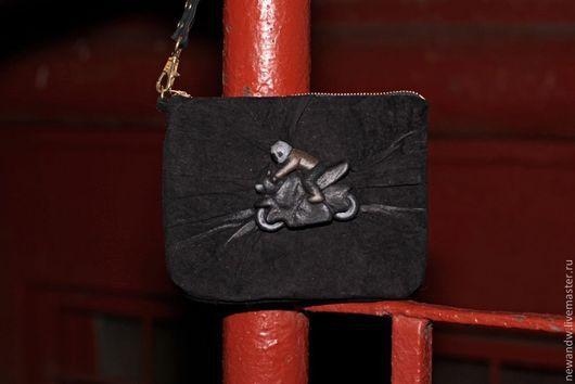 """Женские сумки ручной работы. Ярмарка Мастеров - ручная работа. Купить 3D Клатч из натуральной замши """"Чёрный минибайк"""". Handmade."""