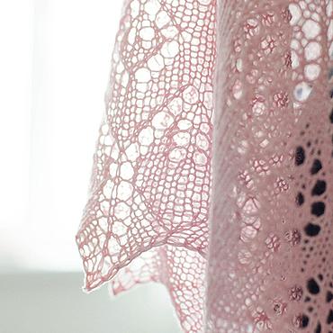 Аксессуары ручной работы. Ярмарка Мастеров - ручная работа Нежно-розовая шаль. Handmade.