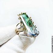 Золотое кольцо с полихромным кварцем.