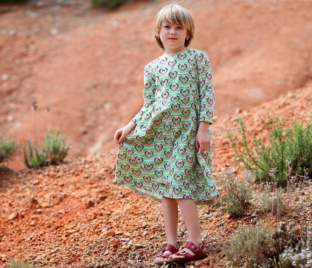 Детские платья ручной работы. Магазин Французское платье. Одежда для детского сада. Платье зеленое вельветовое для девочки. Платье в цветочек. Одежда для девочек. Family look. Платье с подъюбником.