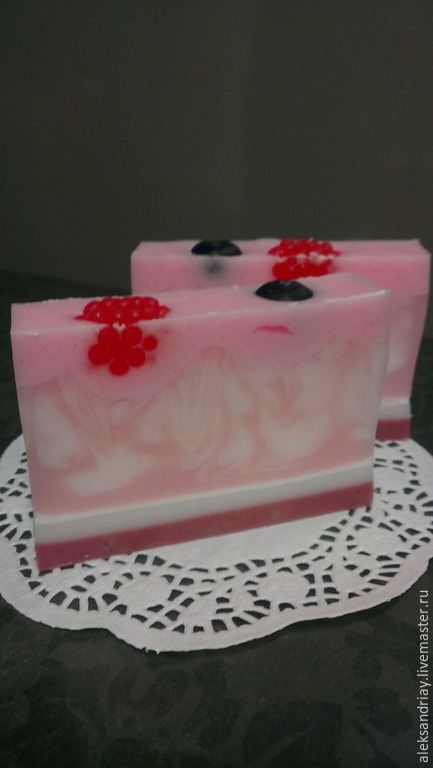 """Мыло ручной работы. Ярмарка Мастеров - ручная работа. Купить Мыло""""Малина со сливками"""". Handmade. Розовый, мыло сувенирное, свирлы"""