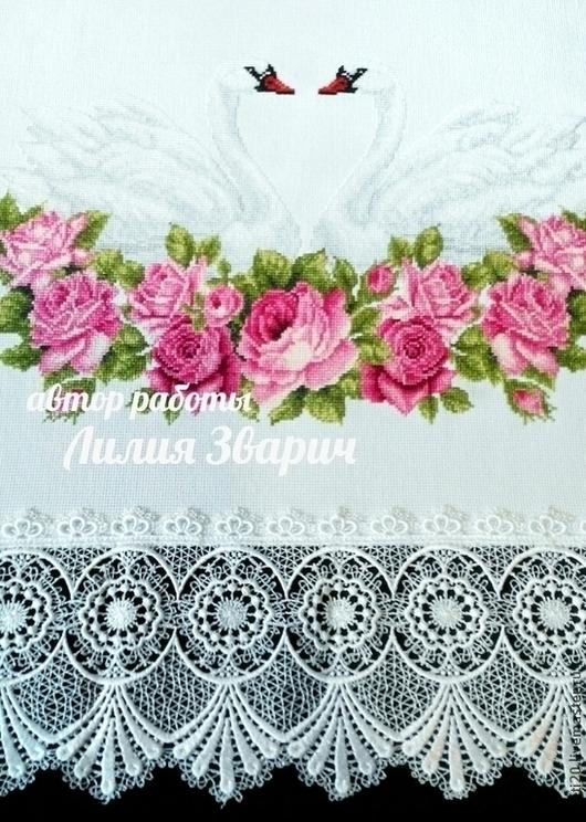Свадебный рушник `под хлеб(каравай)`-1м50см на нем изображены лебеди - символы верности и розовые розы- символы любви и нежности. Вышивка крестиком. Ручная работа. Лилия Зварич